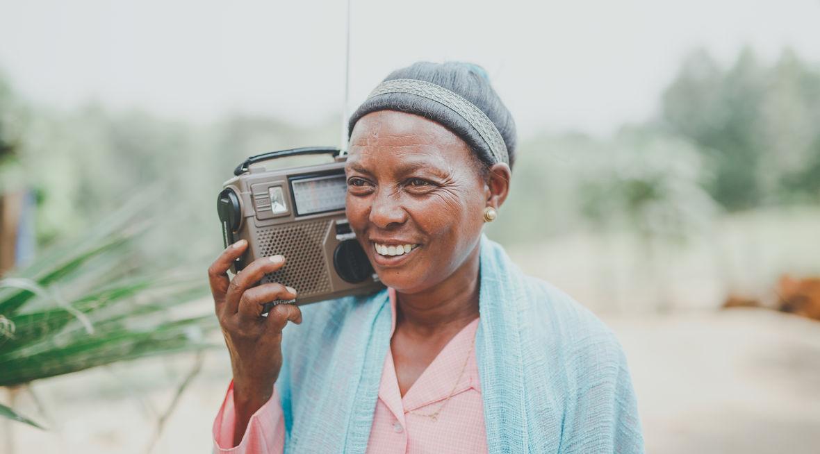 Radioen når mye lenger enn både evangelister og menigheter
